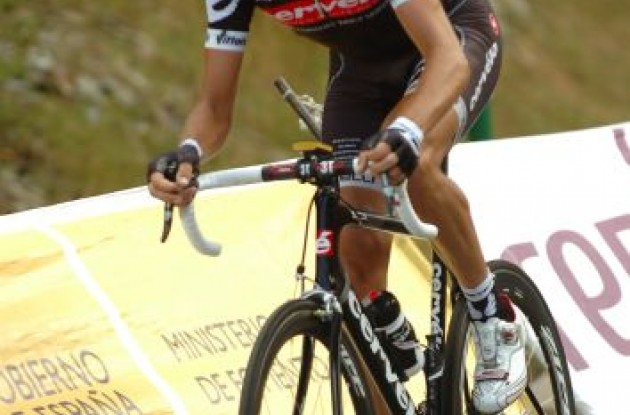 Cervelo TestTeam's Xavier Tondo struggles on his way up the climb. Photo copyright Fotoreporter Sirotti.