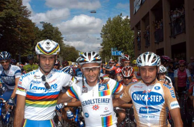 Three of the world's four best riders: Astarloa, Rebellin and Bettini at the start in Zurich. Don't worry Tyler - We haven't forgotten about you. Photo copyright Fotoreporter Sirotti.
